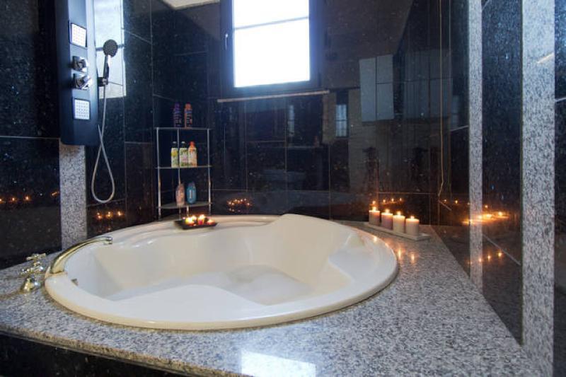 Antony bathroom
