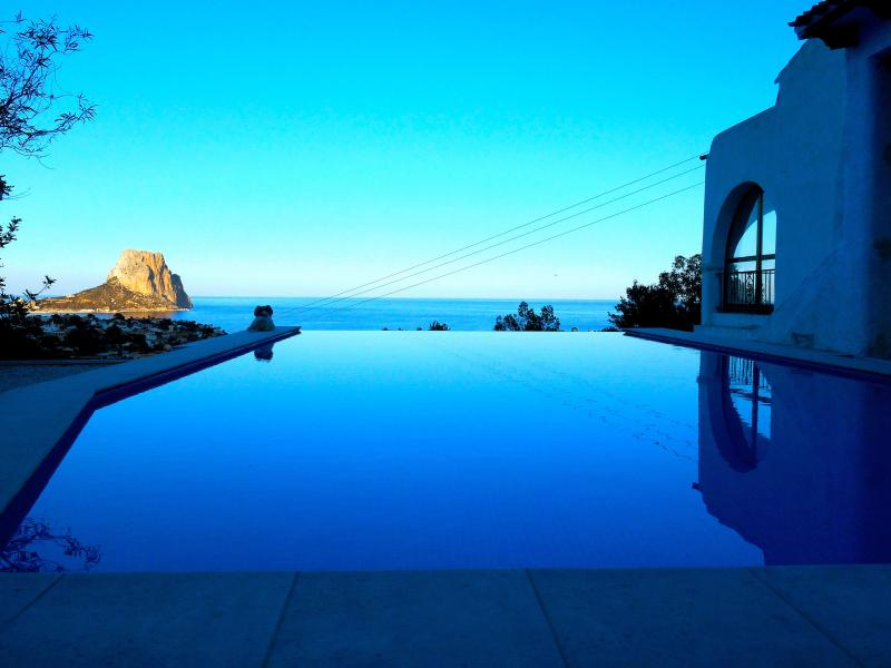 5* Luxurious Villa with Infinity Pool & Sea View – semesterbostad i Calpe