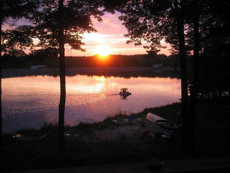 Área de praia privada com pôr do sol de tirar o fôlego! - Casa para férias em Arrowhead Lake