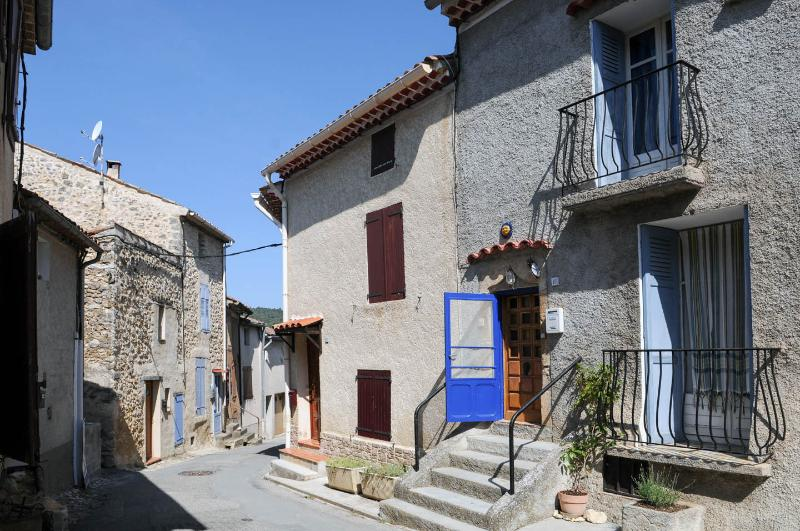Medieval, Provencal 2 Bedroom Village House (Laven, vacation rental in Alpes-de-Haute-Provence