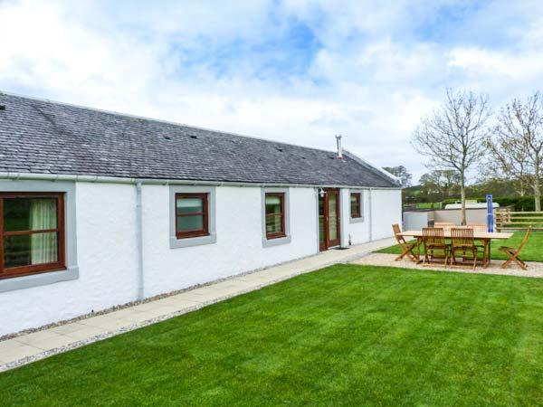 THE STABLES AT DALDORCH, detached, ground floor, woodburner, private sitting, casa vacanza a New Cumnock