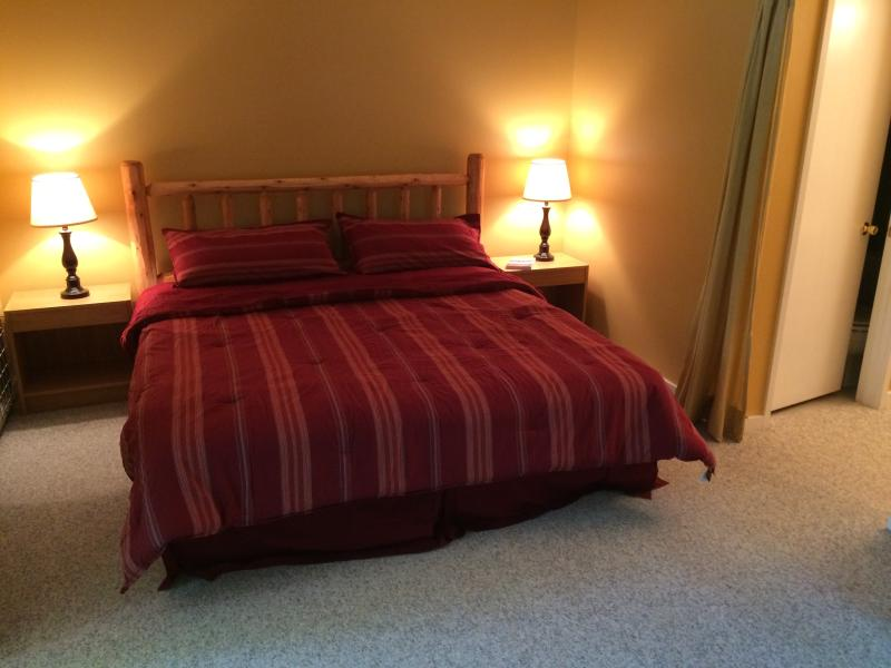 Large second master bedroom w/King size bed, own private bath/shower, new 42' TV.