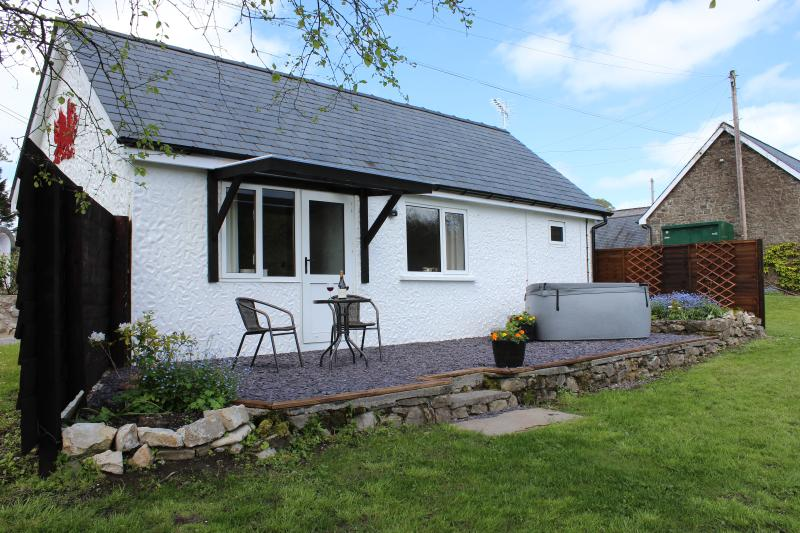 Romantic getaway with hot tub in Brecon Beacons, casa vacanza a Carmarthenshire