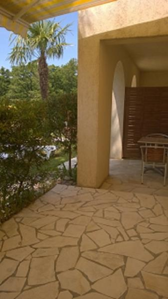 terrasse et petit jardin privés