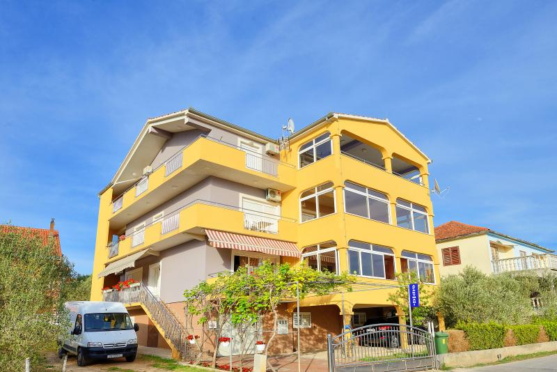 Apartments Mareta, holiday rental in Bibinje