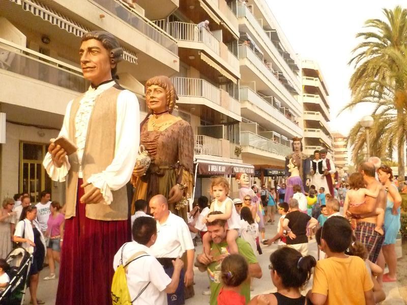 Desfile de gigantes y cabezudos