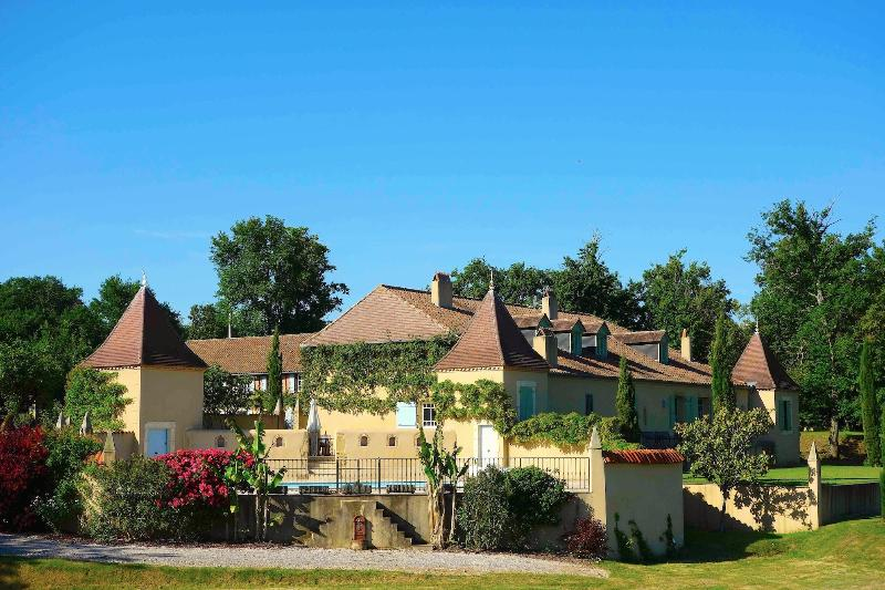 5* Large country house near Marciac and its summer Jazz Festival, holiday rental in Cazaux-Villecomtal