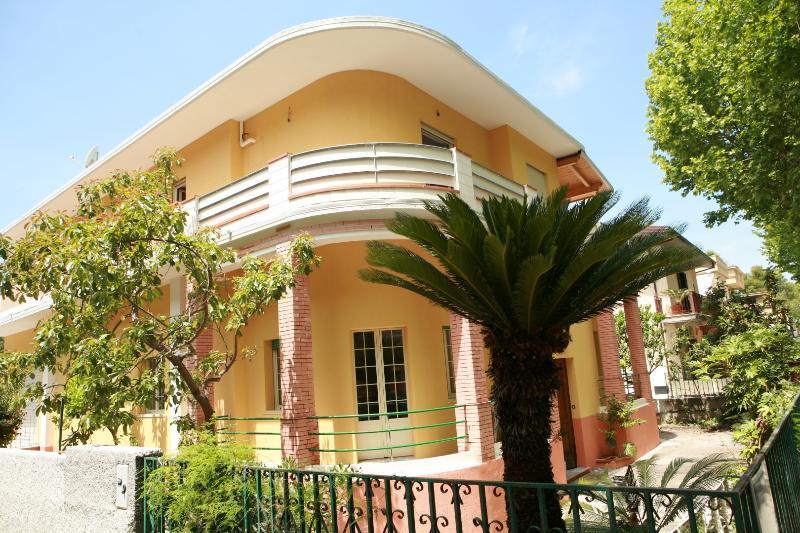 VILLA ANNA B&B, vakantiewoning in Province of Cosenza