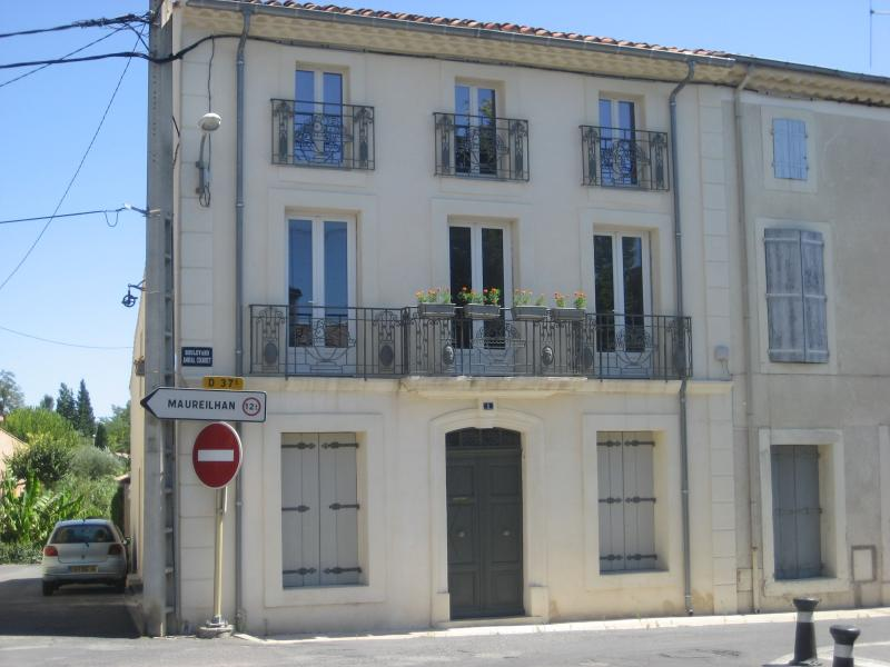 We have two newly renovated apartments. 'Olivier' top floor and 'Regine' on the middle floor.