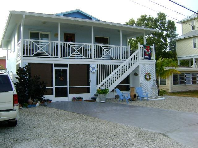 only 130 walking steps to beach or bay /sleeps 6 up and 3 down rent 1 or 2 rentals . spec $ 2,500 WK
