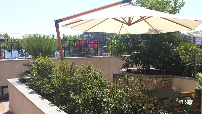 I colori di Taormina - appartamento Verde, vacation rental in Taormina