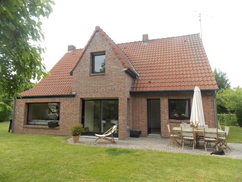 Charmante villa dans la campagne Lilloise, holiday rental in Ploegsteert