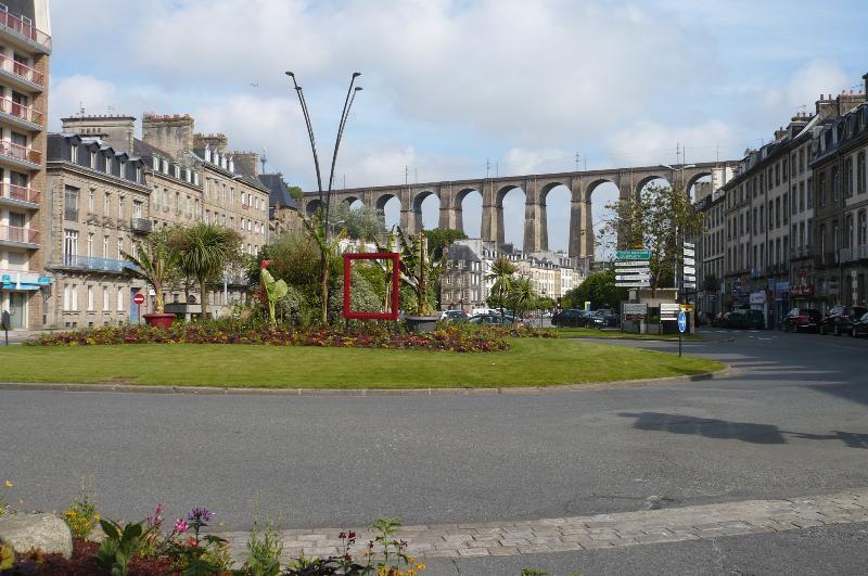 MORLAIX: Eintrag im Zentrum, schießen aus dem Hafen (GAULLE Kreisverkehr und Viadukt)