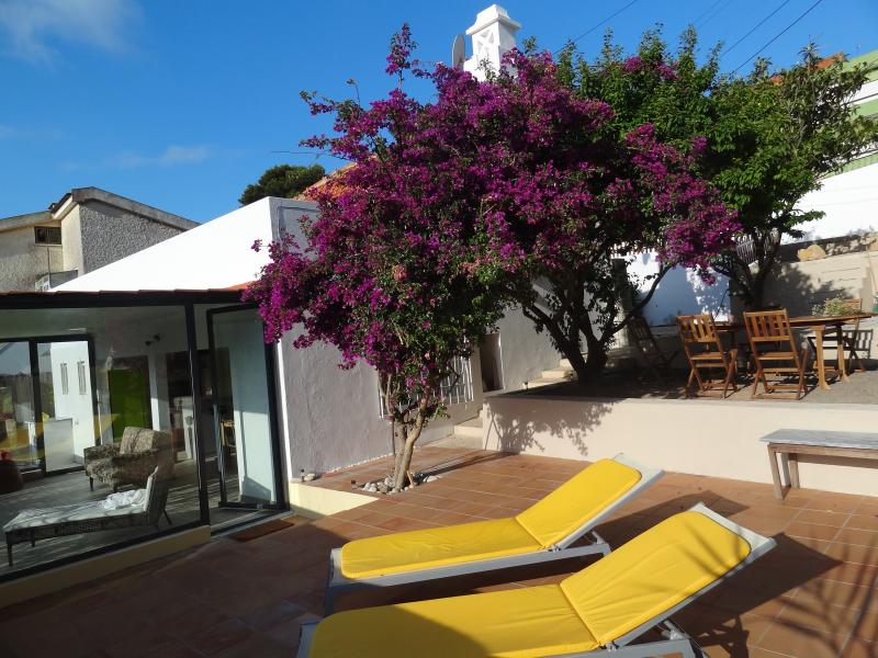 Beach House close from Lisbon, holiday rental in Sesimbra