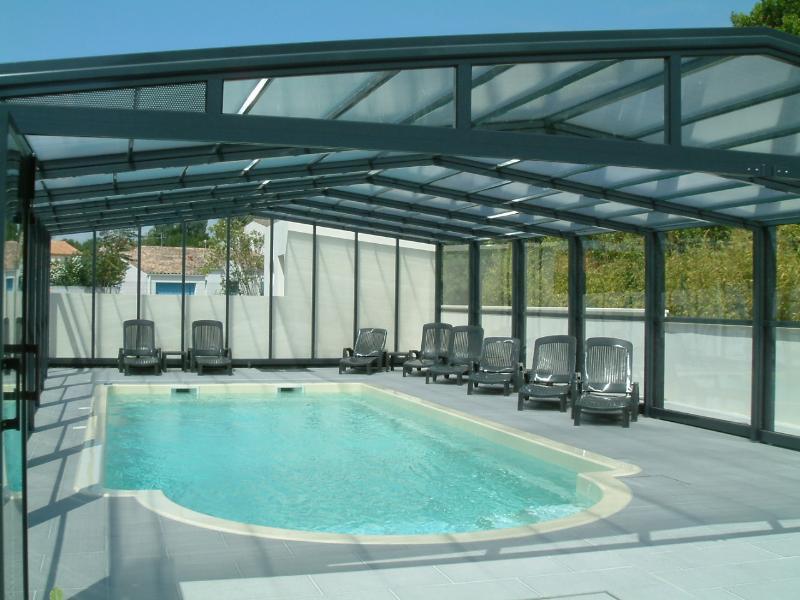piscina em posição coberta