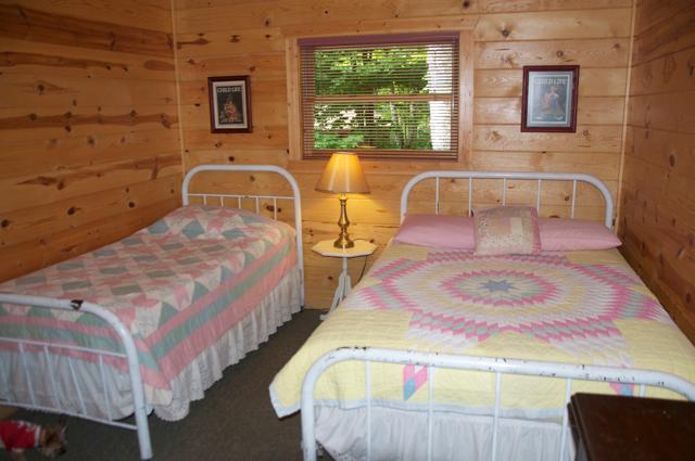 Double bed en enkel bed in de slaapkamer #2