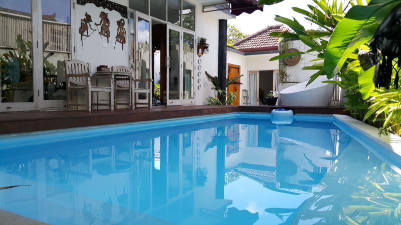 The Omahqu 3 Bed Room with SPool & Billiard Table, holiday rental in Kerobokan Kaja