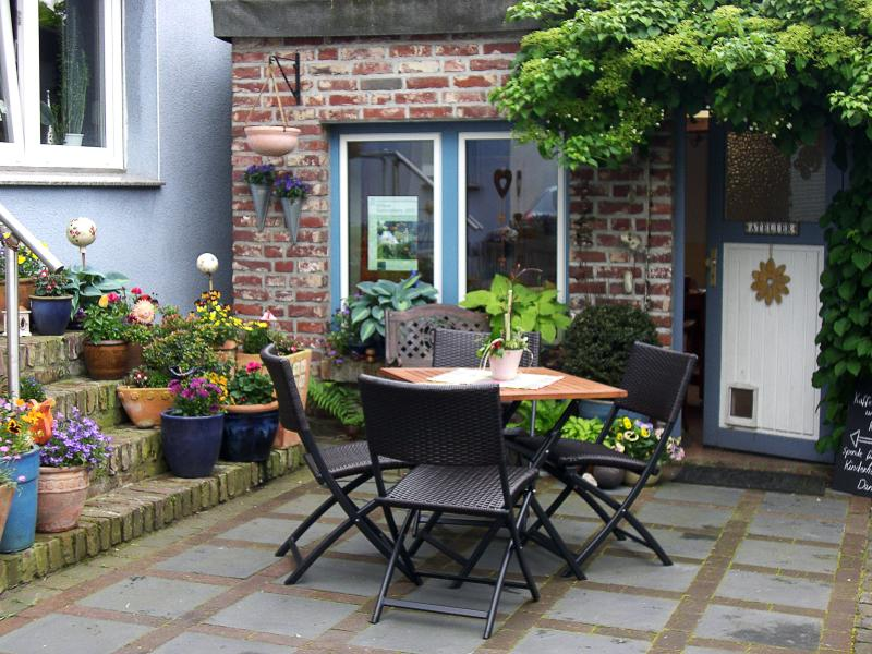 Holiday flat Nattkamp for 2-4 pers., 55 qm, own entrance on the ground floor, vacation rental in Moers
