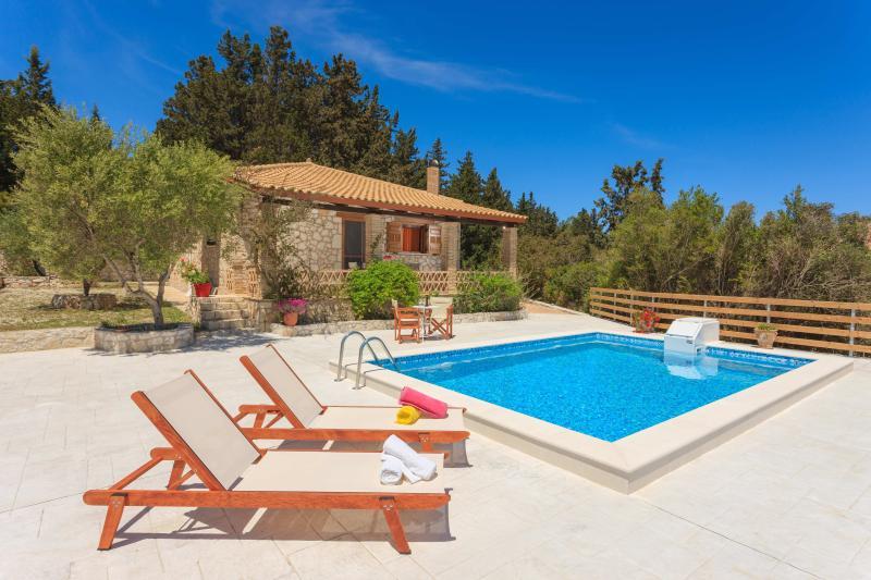 Liuba Houses - Christina House with Private Pool, vacation rental in Ano Vasilikos