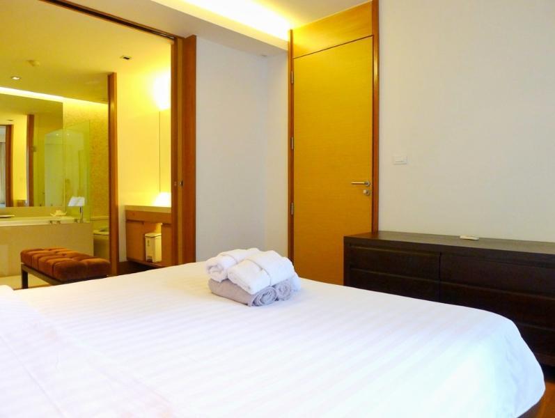 Masterd bedroom with en-suite bathroom