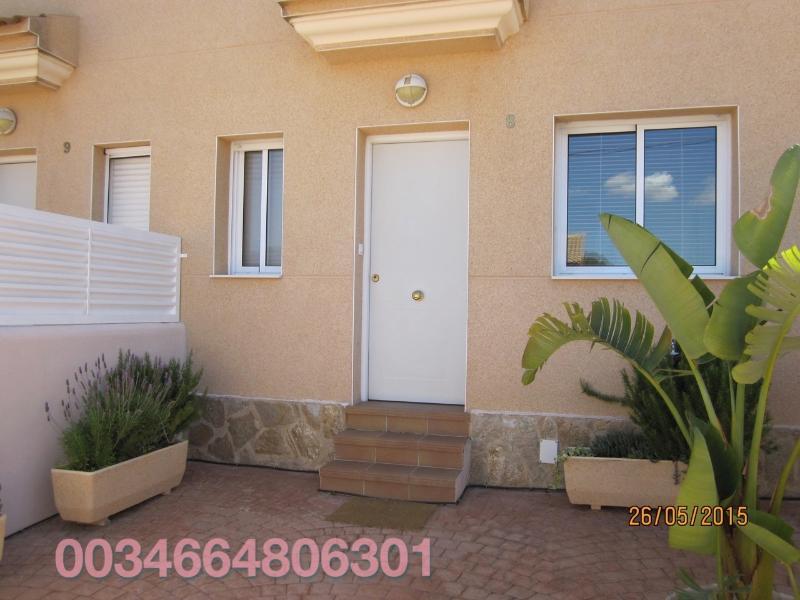 Bonita casa con jardín privado y piscina salina comunitaria, holiday rental in Valls