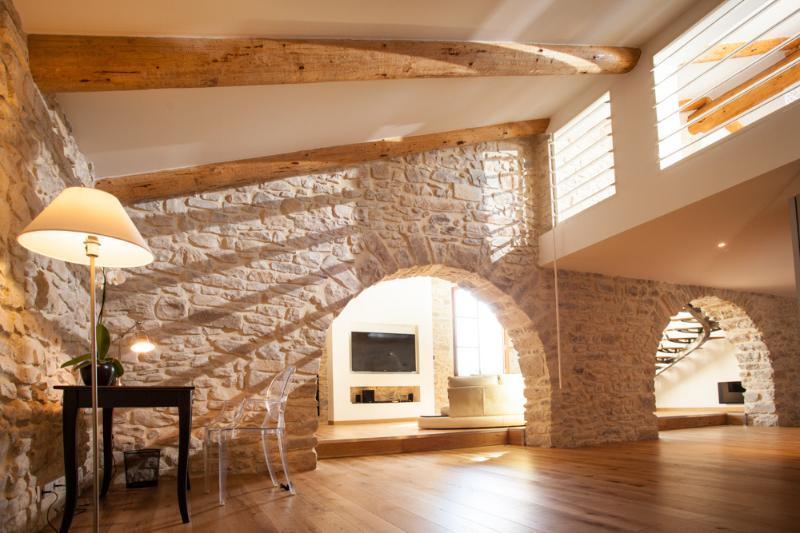 Domaine de Monteils, Design Loft 160m² with spa for 2, holiday rental in Cannes-et-Clairan