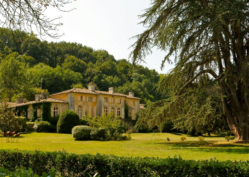 Cottage 4* dans le parc du Château de Perrotin, alquiler vacacional en Naujan-et-Postiac