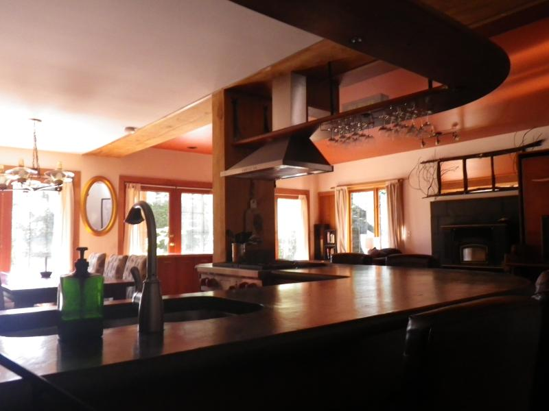 Explosive Creek Accommodations and Event Venue, holiday rental in Bowen Island