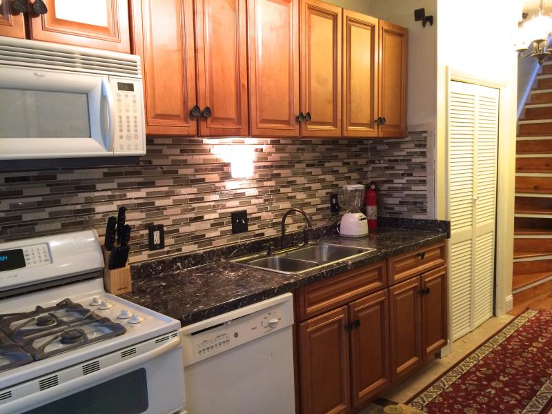 Newly-renovated Capital Hill Home, vacation rental in Suitland