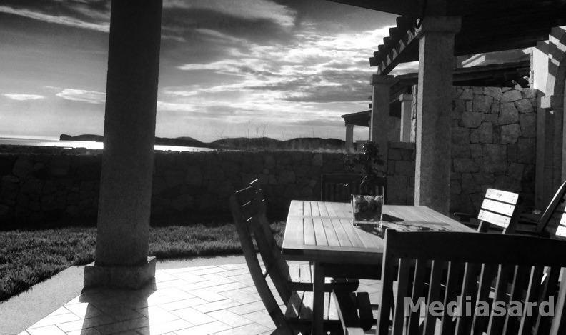 Villa a schiera vista mare con giardino privato, casa vacanza a Villanova Monteleone