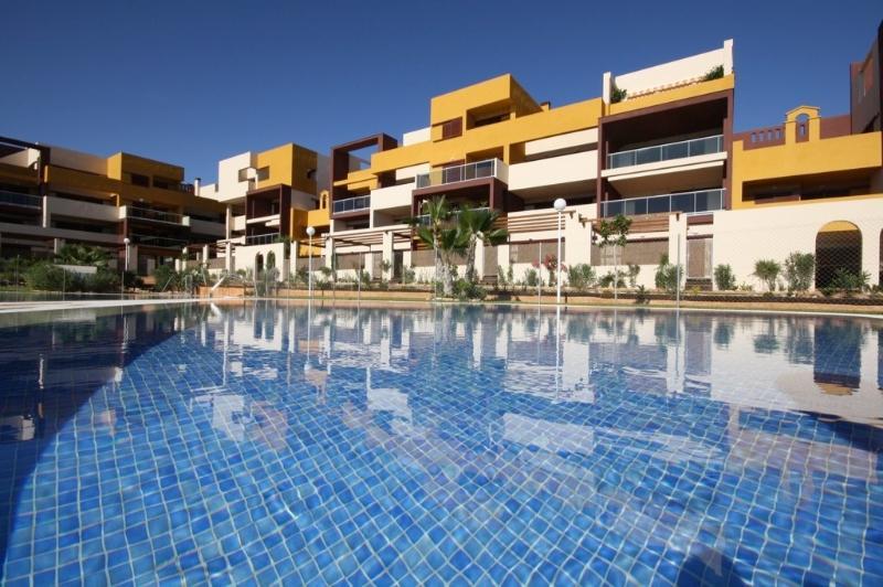 New Modern 2 bed Apartment Playa in Flamenca, alquiler vacacional en Playa Flamenca