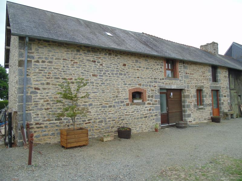 Les Chenes gite 'The Dairy', beautiful rural location, vacation rental in Sougeal