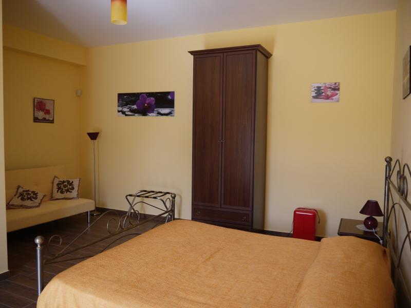 Il Noceto camera 01, vacation rental in Aragona