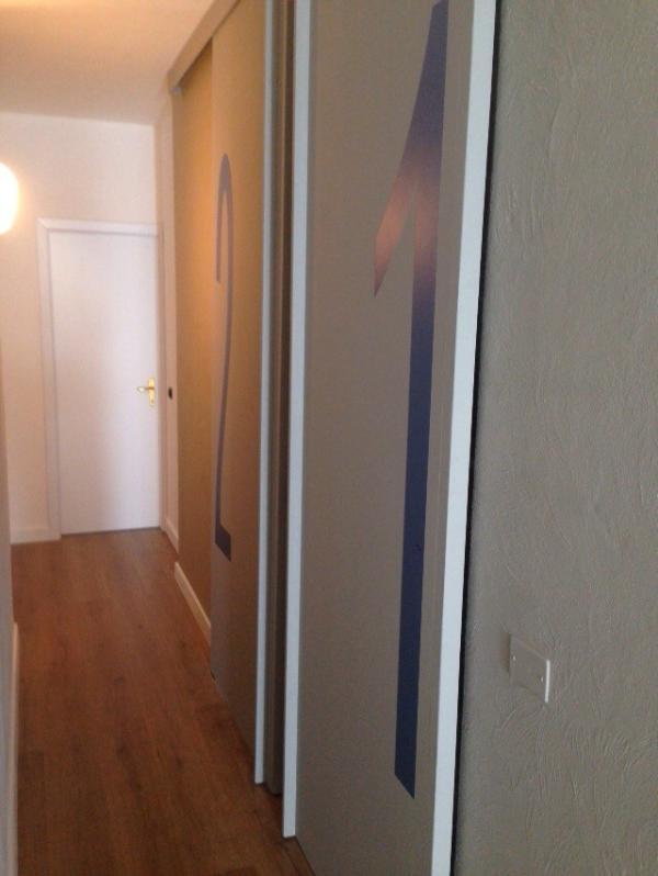 accès couloir 1 chambre et 2 salle de bains