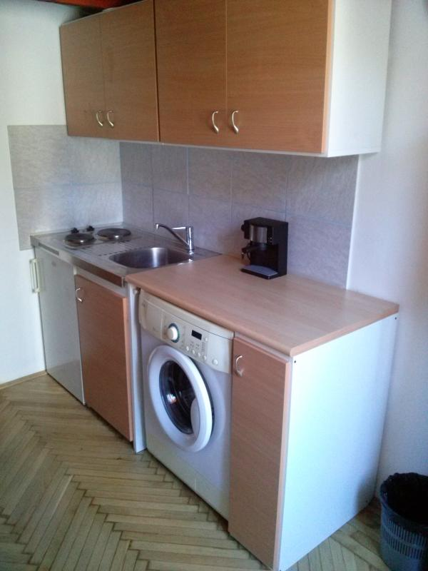 Small and quiet 3rd floor studio,in the CityCenter, holiday rental in Mogyorod