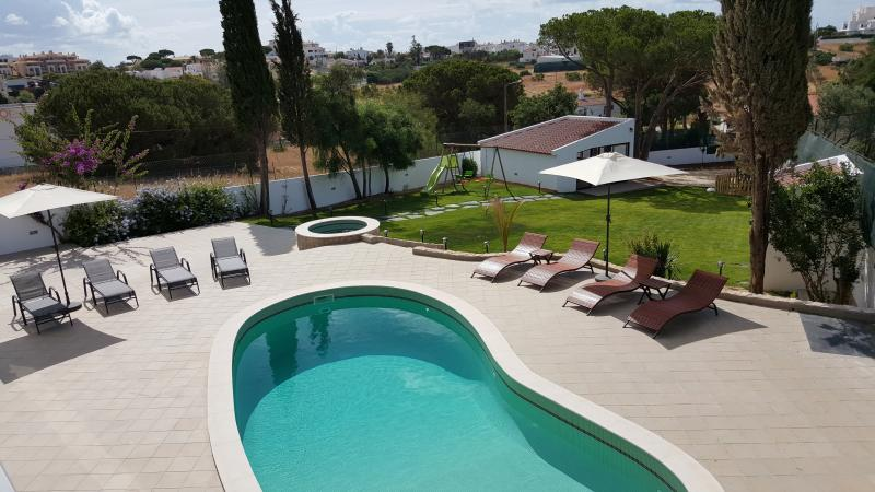 Villa Margarida by Laranjal Rentals, Luxury by the beach, Jacuzzi, games, sun!, vacation rental in Albufeira