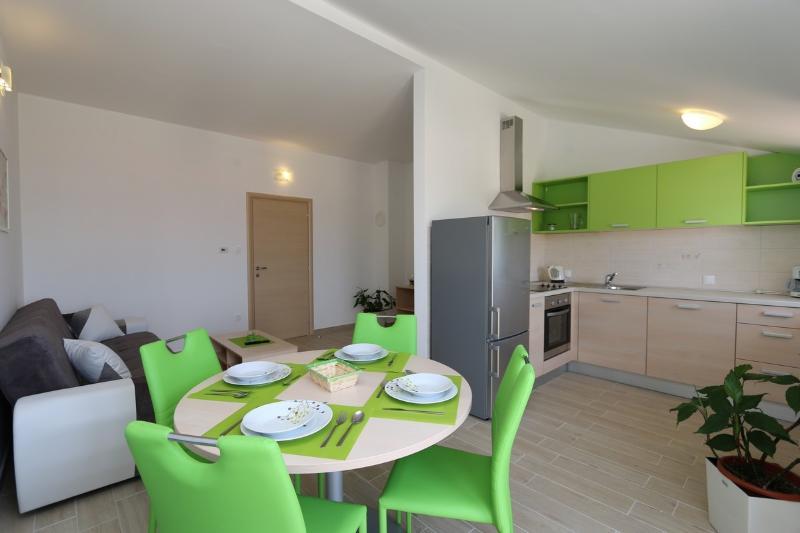 Holiday home 182784 - Holiday apartment 208992, casa vacanza a Soline