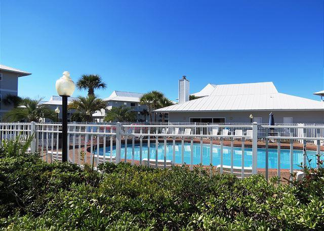 1 de 2 piscinas comunidade