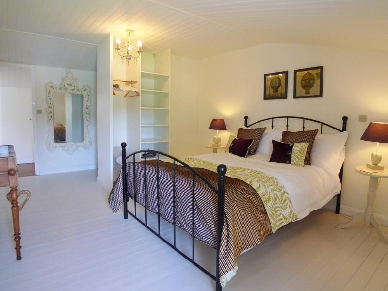 Hauptschlafzimmer mit eigenem Badezimmer