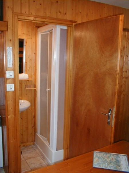 Ety sink shower cabin