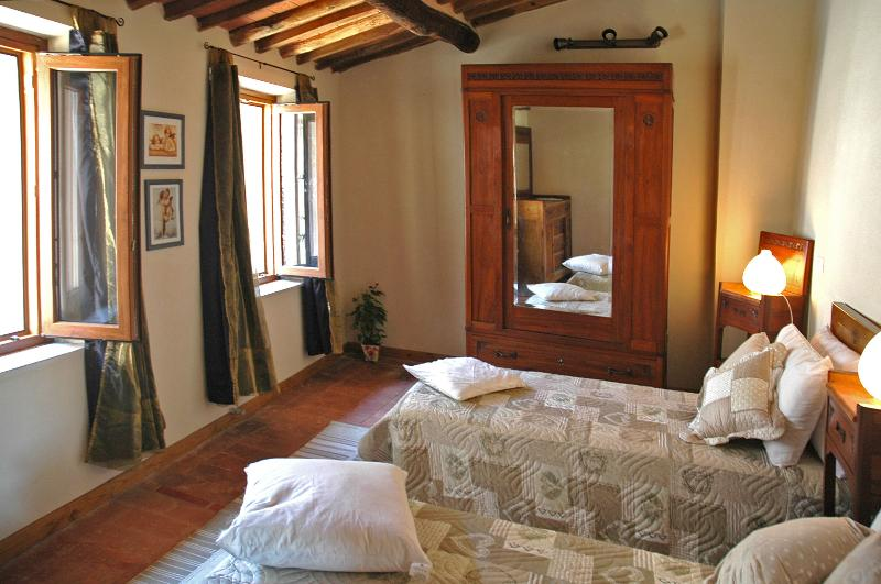 Casa Nonna Afra on Lucca hills with stunning view, holiday rental in Convalle