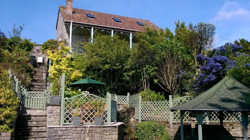 Highcroft Cottage, central Cheddar - 5 min walk to all attractions, dog-friendly, holiday rental in Draycott