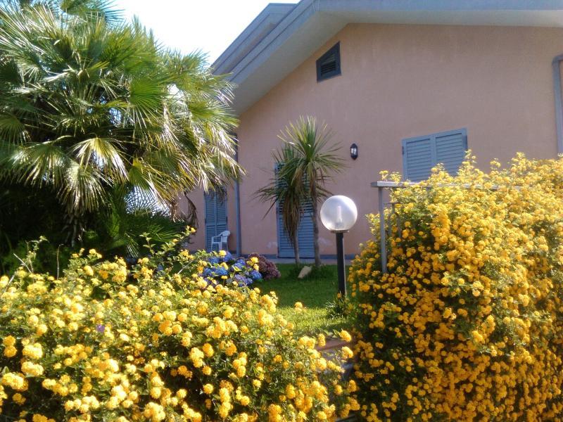 Casa dellEtna con terrazzo, vacation rental in San Giovanni la Punta