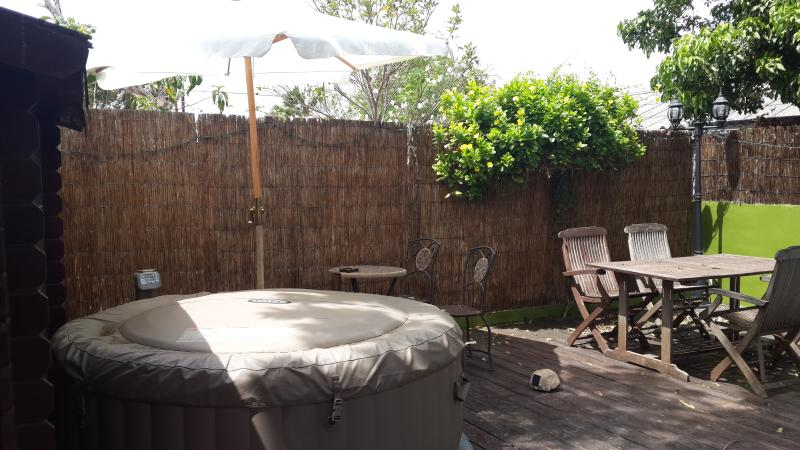 Outside area - deck and spa