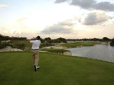 Golfeur sur le Robert Trent Jones Golf Course, classé #3 en MX