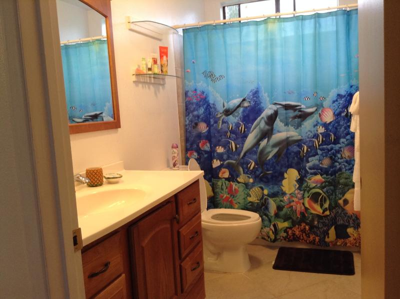 full bath with shower and trub
