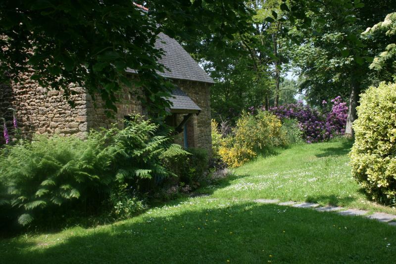 The little house ,indépendant cottage bnb in le jardindu pontricoul.
