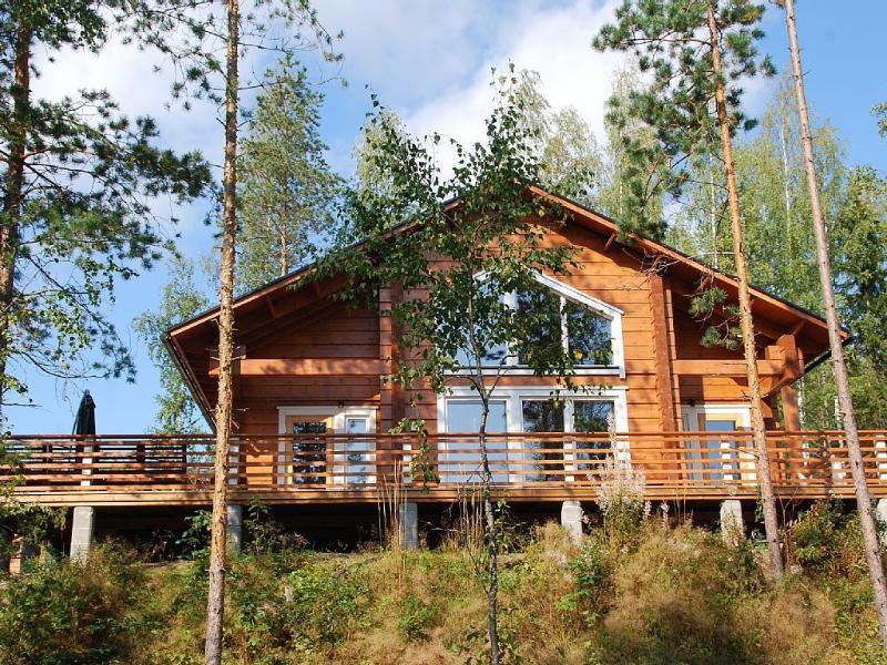 Villa Kokkis - luxury villa with own sauna&hottub, holiday rental in Lemi