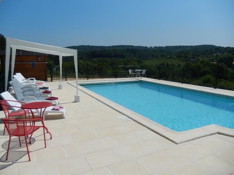 GRAVES HAUTES - SPACIOUS MODERN PROPERTY WITH PRIVATE HEATED POOL, LARGE GARDEN, vacation rental in Grolejac