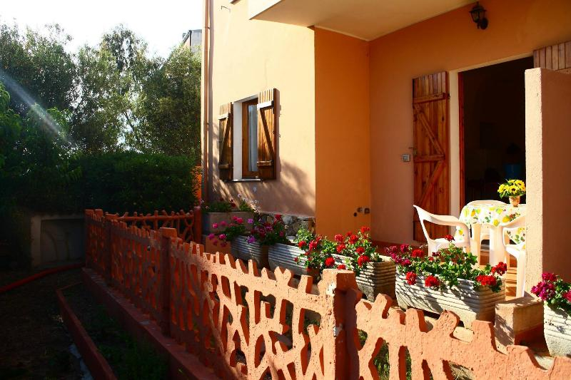 garden-side apartment, holiday rental in Badesi